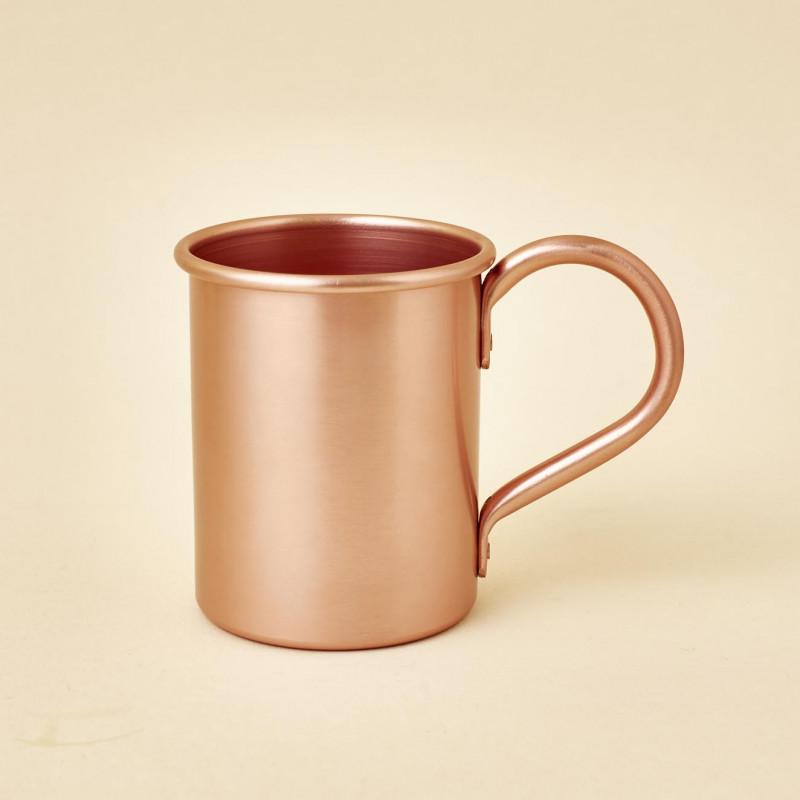 Taza metálica color bronce