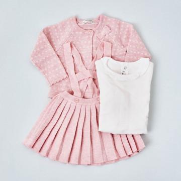 Conjunto falda, camiseta y rebeca Mayoral.