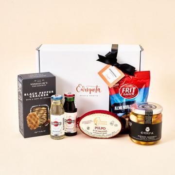 Aperitivo gourmet con Martini, Conservas Cambados, crackers Verduijn's, almendras y aceitunas La Chinata