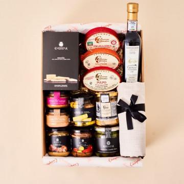 Caja o cesta gourmet con regalos para foodies