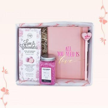 Regalo romántico para ellas con papelería, cosmética y bombones, especial San Valentín y parejas