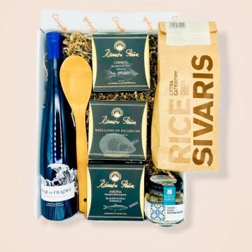 Cesta con productos gallegos para gourmets